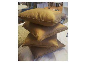 4 gold cushions